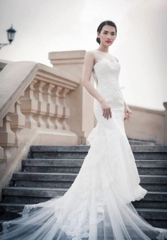 Elegant Cathedral Train Lace Bridal Dresses Sleeveless Wonderful 2018 Wedding Gowns