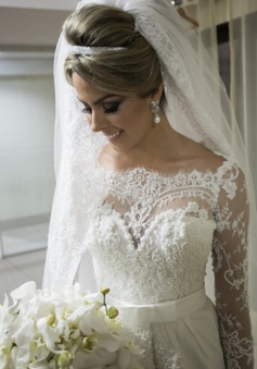 Scalloped-Edge Lace Elegant Wedding Dresses 2018 Long Sleeve Court Train Bridal Gowns