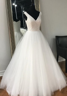 Beauty White V Neck Beaded Tulle Princess Wedding Dress