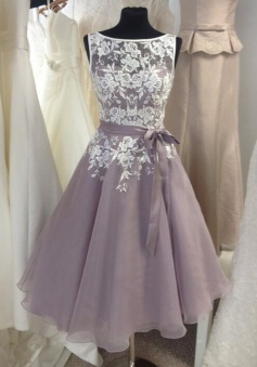 Classic A-line Short Bridesmaid Dress with White Lace Appliques