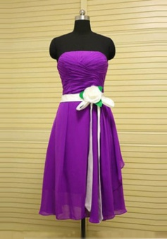 Exquisite A-Line Strapless Knee Length Purple Bridemaid Dress with Ruffles