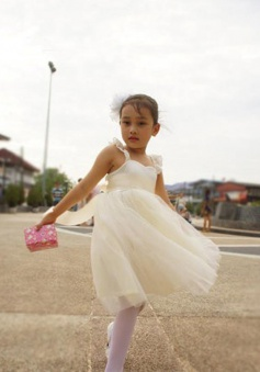 Simple A-line Tulle Knee-Length Sweetheart Flower Girl Dress