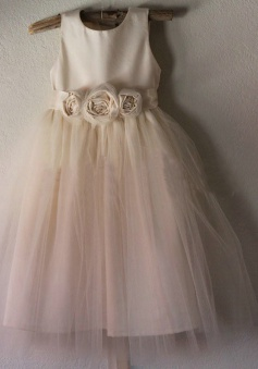 Elegant A-line Scoop Sleeveless Flowers Tulle Flower Girl Dress