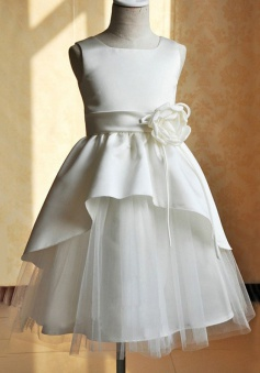 Square Neck Sleeveless Knee-length Tulle Flower Girl Dress With Handmade Flower