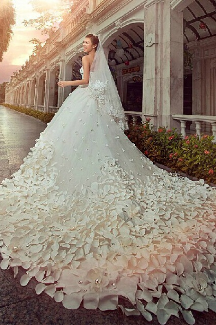 Gorgeous Sweetheart Crystal Wedding Dress Cathedral Train Flowers ...