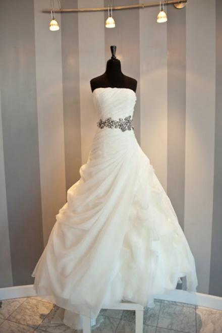 White Elegant Strapless Long Ball Gown Wedding Dresses Beautiful ...