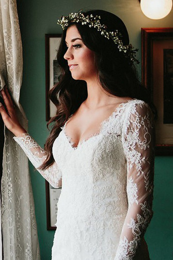 Sheath V Neck Long Sleeves Backless Tulle Wedding Dress With