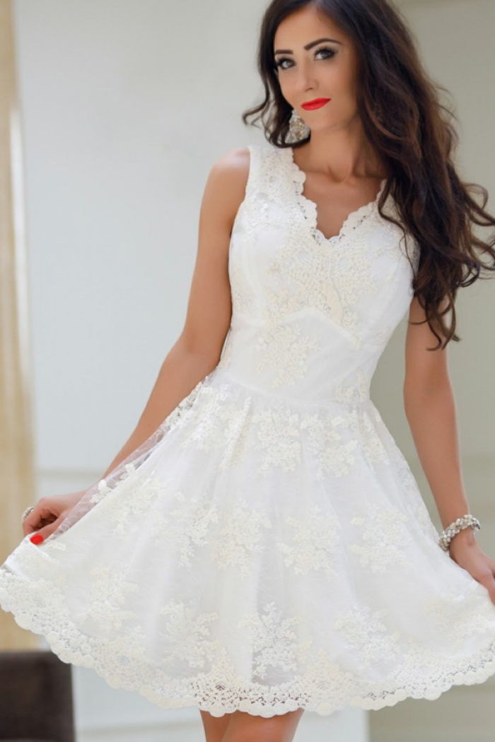 117e522ae1e A-Line V-Neck White Tulle Homecoming Dress with Appliques ...