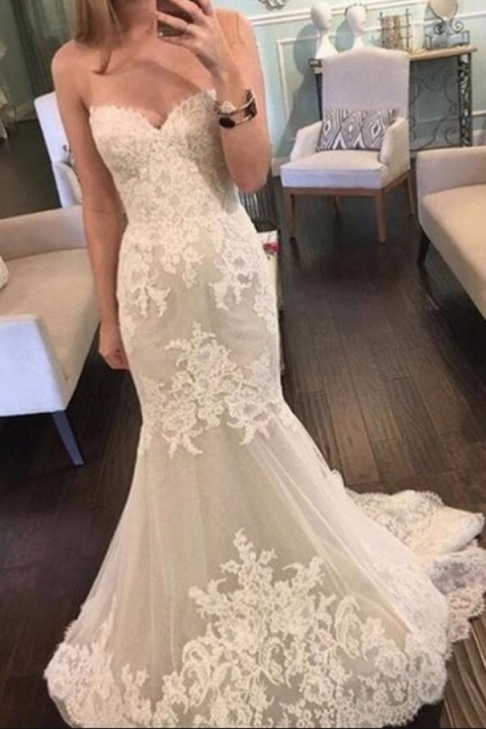 Sexy Sleeveless Low Back Scoop Lace Wedding Dress Wisebridal