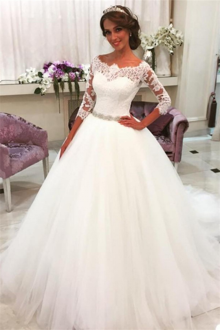 Lace Half Sleeves Ball Gown Wedding Dresses Scalloped Neckline Tulle Skirt Bride Dress With Crystal Belt