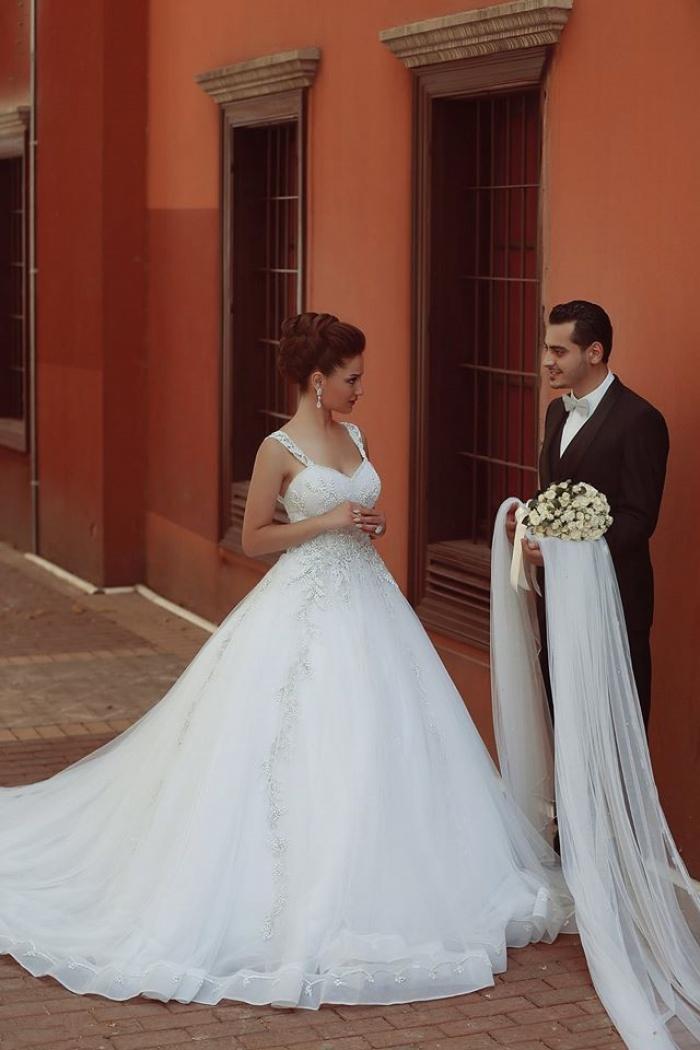 Beautiful Spaghetti Strap Crystal Ball Gown Wedding Dress New ...