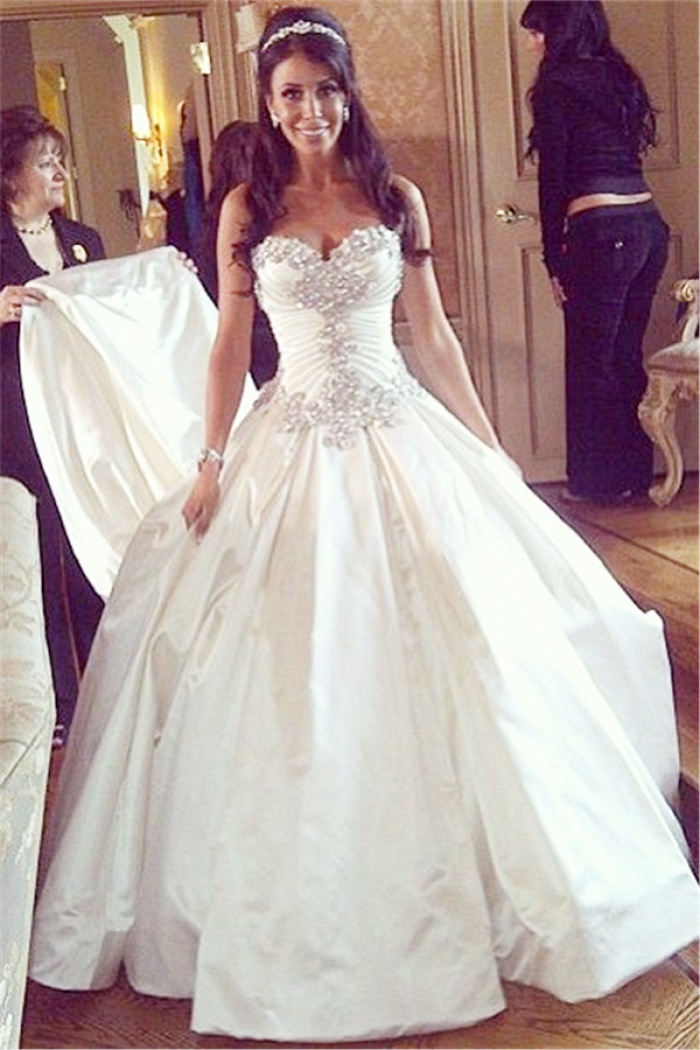 ea27eb0a07a2e Sweetheart Ball Gown Plus Size Wedding Dresses Crystals Beads Chapel Train  Princess Wedding Gowns BO9568 0