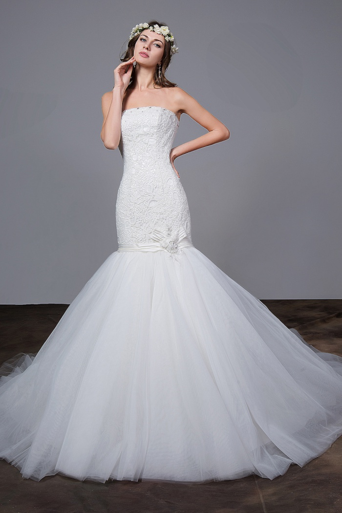8dcace7cc1c79 White Strapless Mermaid Wedding Dresses Lace Sexy Tulle Charming Fishtail  Bridal Gowns